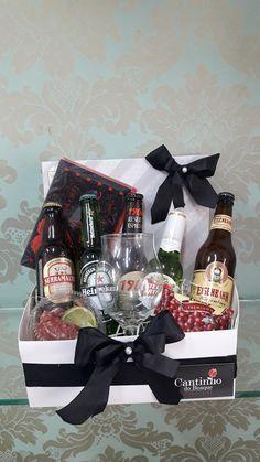 Gift Baskets For Him, Liquor Gift Baskets, Diy Gifts For Boyfriend, Boyfriend Anniversary Gifts, Fruit Platter Designs, Beer Basket, Birthday Drinks, Alcohol Gifts, Christmas Gift Baskets