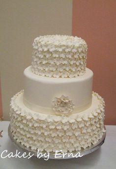 Flower Wedding Cake - gorgeous details. Elegant!