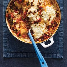 This weeknight pasta recipe blends store-bought ravioli with vegetables to create a new family favourite! Ratatouille, Pasta Recipes, Crockpot Recipes, Low Cal Dinner, Confort Food, Polenta, Ravioli, Vegetable Recipes, Noodle