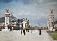 Paris, - Le Pont Alexandre I, autochrome, musée Albert Kahn. Paris Pictures, Paris Photos, Vintage Pictures, Paris 1900, Paris France, Paris Photography, Color Photography, Vintage Photography, Pont Alexandre Iii