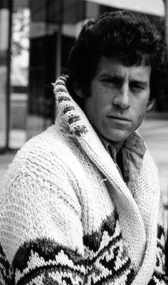 Paul Michael Glaser and his big, ugly sweater. Paul Michael Glaser, Cops Tv, Mejores Series Tv, David Soul, Starsky & Hutch, Fiction, Actrices Hollywood, Bay City, Star Wars