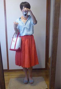 8月9日 サックスブルーに赤いボトムスバリエーションと色のテクニックのお話 Waist Skirt, Midi Skirt, High Waisted Skirt, Light Spring, Light Colors, Skirts, Fashion Ideas, Clothes, Style