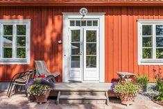 Sweden House, Classic Doors, Garage Door Design, Cottage Renovation, Orange House, Red Cottage, Cottage Exterior, Cute House, Classic House