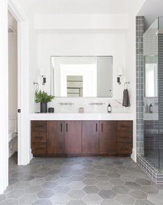 Bathroom Design Inspiration, Bad Inspiration, Bathroom Interior Design, Scandinavian Bathroom Design Ideas, Minimalist Bathroom Design, Interior Ideas, Modern Master Bathroom, Modern Farmhouse Bathroom, Dark Wood Bathroom