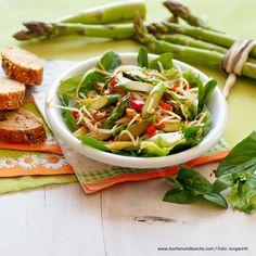 Spargelsalat aus dem Wok » Kochrezepte von Kochen & Küche Sauce Hollandaise, Wok, Pasta Salad, Ethnic Recipes, Best Asparagus Recipe, Leafy Salad, Lasagna, Fresh, Easy Meals