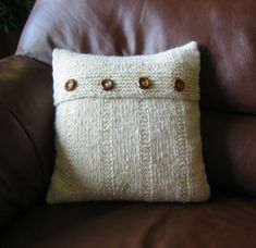 Homespun Cushion by wovenflame, via Flickr  Free Pattern on Ravelry
