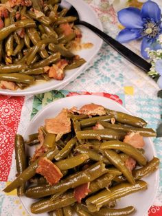 Pressure Cooker Southern Style Green Beans are a traditional side dish in the South. Green beans simmer in bacon infused broth until tender and flavorful. Green Beans Pressure Cooker, Instant Pot Pressure Cooker, Pressure Cooker Recipes, Pressure Cooking, Slow Cooker, Instant Pot Veggies, Southern Style Green Beans, Crockpot Recipes, Cooking Recipes