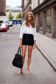 Camiza, short y bolso de correa negro