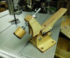 Hold Down Toggle Clamp : 4 Steps - Instructables Homemade Tools, Diy Tools, Hand Tools, Woodworking Techniques, Woodworking Shop, Woodworking Ideas, Router Table Plans, Diy Easel, Wooden Car