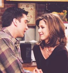 Ross Geller & Rachel Green (Friends) You are in the right place about rachel green outfits sweaters Friends Tv Show, Serie Friends, Friends Cast, Friends Moments, Friends Forever, Chandler Bing, Monica E Chandler, Tv Show Couples, Best Tv Couples