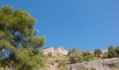 Castell de Claramunt - El castillo de Claramunt data del siglo X y forma parte de los denominados Castillos de Frontera, denominación utilizada para designar el conjunto de fortificaciones contruídas entre los siglos IX y X para hacer frente a los ataques de los musulmanes.
