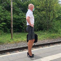 Feminine Dress, Feminine Style, Men In Heels, High Heels, Men Wearing Skirts, New Mens Fashion, Real Men, Androgynous, Male Beauty