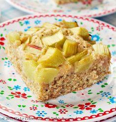 latwe ciasto z rabarbarem z mąką żytnią