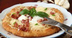 Tieto langoše zo zemiakového cesta sú krásne mäkučké anadýchané. Goulash, Vegetable Pizza, Baked Potato, Mashed Potatoes, Bacon, Food And Drink, Cooking Recipes, Pie, Lunch