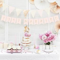 Stunning just married pastel pink wedding bunting to add that extra wow factor to your wedding table. Perfect to hang against a wall Wedding Bunting, Wedding Reception Decorations, Wedding Table, Rustic Wedding, Wedding Day, Decor Wedding, Garland Wedding, Wedding Vintage, Cake Banner