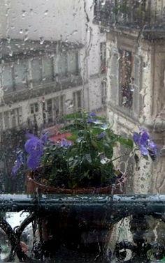 Rainy Day.. Paris, France ~~ For more:  - ✯ http://www.pinterest.com/PinFantasy/viajes-parisoh-la-la/