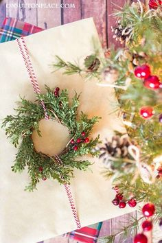 Easy Christmas Gift Wrap Ideas | Includes free printable Christmas gift tags along with holiday gift wrap inspiration. Tie-on and ribbon ideas.