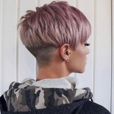 """How to style the Pixie cut? Despite what we think of short cuts , it is possible to play with his hair and to style his Pixie cut as he pleases. For a hairstyle with a """"so chic"""" and pointed… Continue Reading → Best Pixie Cuts, Blonde Pixie Cuts, Short Hair Cuts, Short Hair Styles, Short Messy Haircuts, Curly Haircuts, Pixie Bob Haircut, Haircut Short, Pixie Hairstyles"""