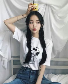 Ulzzang - Fashion - Beauty - Kpop I do NOT post pictures of myself! The girls' names are always in the tags! Korean Girl Cute, Korean Girl Ulzzang, Ulzzang Girl Fashion, Mode Ulzzang, Pretty Korean Girls, Ulzzang Style, Ulzzang Short Hair, Korean Short Hair, Cute Asian Girls