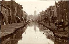 Broersveld circa 1893. Zie je dat de lantaarnpalen gebaseerd zijn op de oudjes die er op de foto staan?