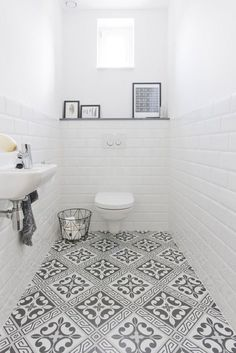 Bathroom Color Ideas With the Most Likes (COMPLETE) Dreaming House - Wohnkultur // Badezimmer im Erdgeschoss - Bathroom Decor Best Bathroom Paint Colors, Bathroom Color Schemes, White Bathroom, Bathroom Interior, Bathroom Marble, Bathroom Small, Small Vintage Bathroom, Bathroom Feature Wall, Bathroom Toilets