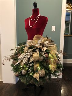 Mannequin Christmas Tree, Dress Form Christmas Tree, Whimsical Christmas Trees, Cool Christmas Trees, Halloween Christmas, Holiday Tree, Christmas Tree Toppers, Diy Christmas Gifts, Xmas Tree