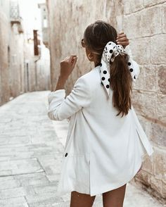 Ancient streets of Mdina ❤️ This is why I love hair scarfs… 👠 Stylish outfit ideas for women who love fashion! Outfits Primavera, Womens Fashion Online, Latest Fashion For Women, Comment Porter Un Bandana, Hair Accessories For Women, Clothes For Women, Fashion Accessories, Hair Scarf Styles, Head Band