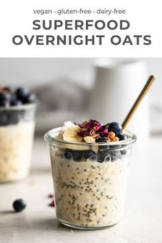 This delicious overnight oats recipe is the perfect make-ahead breakfast. Made with oats almond milk and maple syrup its a tasty portable and healthy breakfast youll enjoy. Quick And Easy Breakfast, Make Ahead Breakfast, Healthy Breakfast Recipes, Brunch Recipes, Gourmet Recipes, Healthy Breakfasts, Healthy Snacks, Healthy Recipes, Snacks Sains