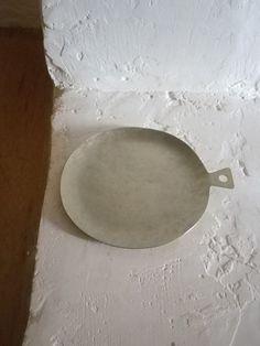 tohki.color, textures.composition.i love it all! Ceramic Tableware, Porcelain Ceramics, Ceramic Pottery, Japanese Ceramics, Modern Ceramics, White Ceramics, Pottery Patterns, Pottery Designs, Ceramic Tools