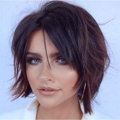 Chic Brunette Bob Shag Short hair for a round face is easily styled with a chic shaggy bob. This cut with short layers, a middle part, and piece-y locks stuns with its rich dark color and… Best Bob Haircuts, Round Face Haircuts, Hairstyles For Round Faces, Short Hairstyles For Women, Shaggy Bob Hairstyles, Bob Haircut For Round Face, Round Face Short Haircuts, Best Hairstyles, Short Brunette Hairstyles