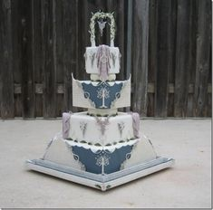 Lord of the Rings Wedding Cake Pfff!!! WANT! I will probably have a Lord of the Ring themed wedding