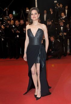 Cannes Film Festival 2016: the hottest looks Marion Cotillard in Dior Haute Couture http://en.louloumagazine.com/celebrity/red-carpet/cannes-film-festival-2016-the-hottest-looks/image/10//  Festival de Cannes 2016: les plus beaux looks Marion Cotillard en Dior Haute Couture http://fr.louloumagazine.com/stars/tapis-rouge/festival-de-cannes-2016-les-plus-beaux-looks/image/10/