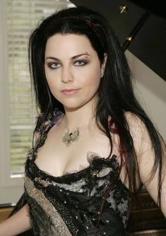 Amy Lee from Evanescence love her essence Amy Lee Evanescence, Emy Lee, Punk Rock, Non Blondes, Women Of Rock, Metal Girl, Dark Beauty, Female Singers, Beautiful Celebrities