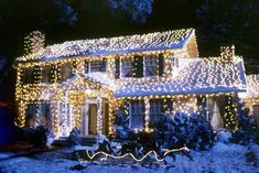 How many of these Most-Loved Holiday Movie Homes do you recognize? #Christmas #architecture