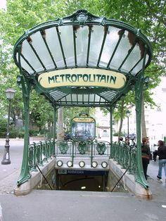 Entrada a la estación de metro Abbesses en París, obra de Hector Guimard.
