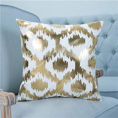 Top Cool Ideas: Sewing Decorative Pillows Templates decorative pillows diy no sew.Decorative Pillows Ideas How To Make decorative pillows for teens pottery barn. Rustic Decorative Pillows, Decorative Pillow Cases, Throw Pillow Cases, Pillow Covers, Gold Pillows, Diy Pillows, Cushions On Sofa, Christmas Cushion Covers, Christmas Cushions