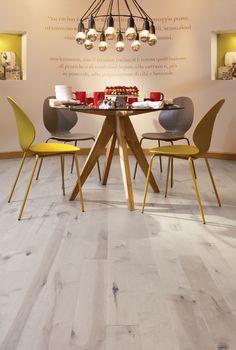 La perfection à nos pieds. Grâce à on fini DuraMatt, la collection reproduit l'aspect ultra-mat des planchers huilés. DuraMatt rend les planchers d'érable et de chêne blanc si soyeux que leur beauté naturelle saute carrément aux yeux!