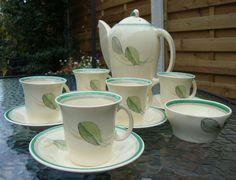 ~*RARE Susie Cooper Leaf/Feather Set (Kestrel Coffee Pot, Jug, Cups & Saucers)