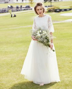 Best Ideas for wedding dresses modest bouquets Cute Wedding Dress, Modest Wedding Dresses, Wedding Bride, Wedding Gowns, Dream Wedding, Diy Wedding, Wedding Hairstyles With Veil, White Wedding Flowers, Wedding Styles