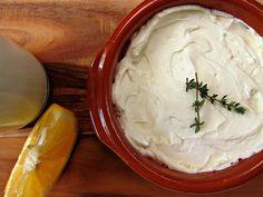 Ha a bolti helyett szívesebben fogyasztanál házi krémsajtot, akkor ezt a receptet neked találták ki.Garantáljuk, hogy jobb is lesz, mint a bolti! Hozzávalók 0,5 liter aludttej, 1 tojás, 4 dkg zsír, 9 dkg liszt, 1 pálpusztai sajt, 1 csapott...