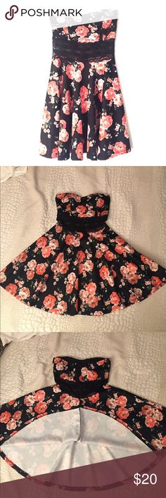 👗 FABULOUS Floral Dress with Lace cutout Absolutely fabulous dress, worn one time only. Like new condition. Strapless sweetheart neckline, black lace cutout at midsection, super comfortable. This dress looks stunning on and is sure to get compliments! Size juniors/standard medium, true to size. Elastic upper band across back. Please comment if you have questions! Bundles are encouraged! Wild Daisy Dresses Mini