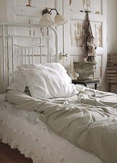 Lovely White / *bellaMUMMA {life is beauty-full}: home inspiration: VINTAGE WHITE