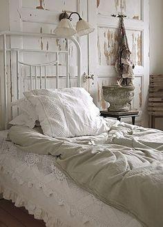 Lovely White / *bellaMUMMA {life is beauty-full}: home inspiration: VINTAGE WHITE