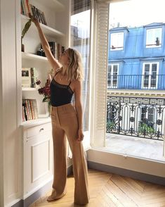 Never Mind Skinny Jeans—French Girls Will Be Wearing These Instead - Summer Outfits Parisian Style Fashion, French Fashion, Look Fashion, Girl Fashion, Fashion Outfits, Minimalist Fashion French, Skinny Fashion, Mango Fashion, Petite Fashion