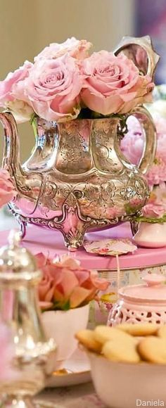 This is a nice idea of what you can use grandma's old silver tea set for. Teapot Centerpiece, Centerpieces, Centerpiece Ideas, Silver Tea Set, Silver Flowers, Vintage Tea, Vintage Silver, Shabby Chic Decor, Potpourri