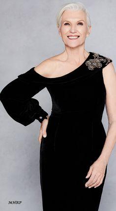 fashion over 50 women dresses shops Over 50 Womens Fashion, Fashion Over 40, Fashion Tips For Women, Fashion Looks, Ladies Fashion, Fashion Ideas, 50 Fashion, Fashion 2018, 50s Dresses