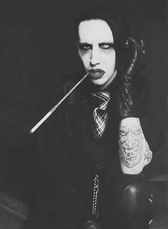 Marilyn Manson remember him too back in the Marilyn Manson, Rock Bands, Brian Warner, Back In The 90s, Twiggy, How To Look Pretty, Music Artists, Merlin, Anti Christ