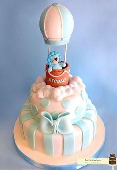 torta per battesimo con mongolfiera