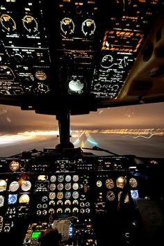 Вид из кабины самолета при посадке