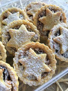 Delikatesné vianočné košíčky plnené karamelizovanými orieškami - recept | Varecha.sk Christmas Sweets, Christmas Candy, Christmas Baking, Christmas Cookies, Trifle, Relleno, Cupcake Cakes, Tart, Cake Decorating